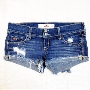 Hollister Distressed cut off shorts size 1/25